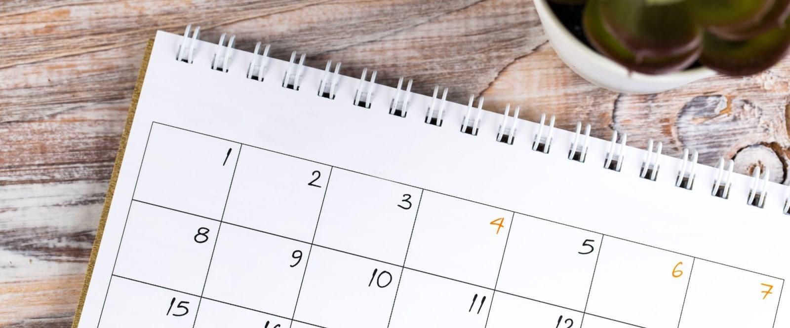 blank calendar on desk