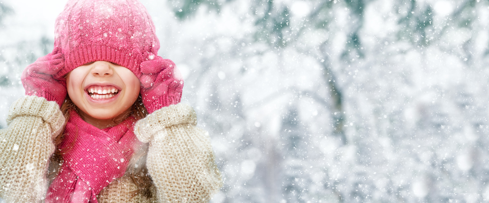 Girl with pink hat in the snow